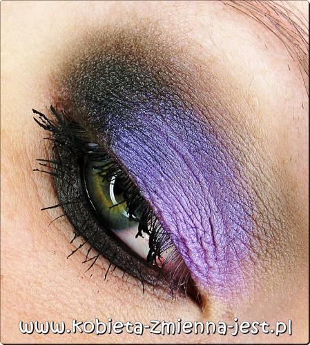 makijaż wieczorowy czerń fiolet mocne oko