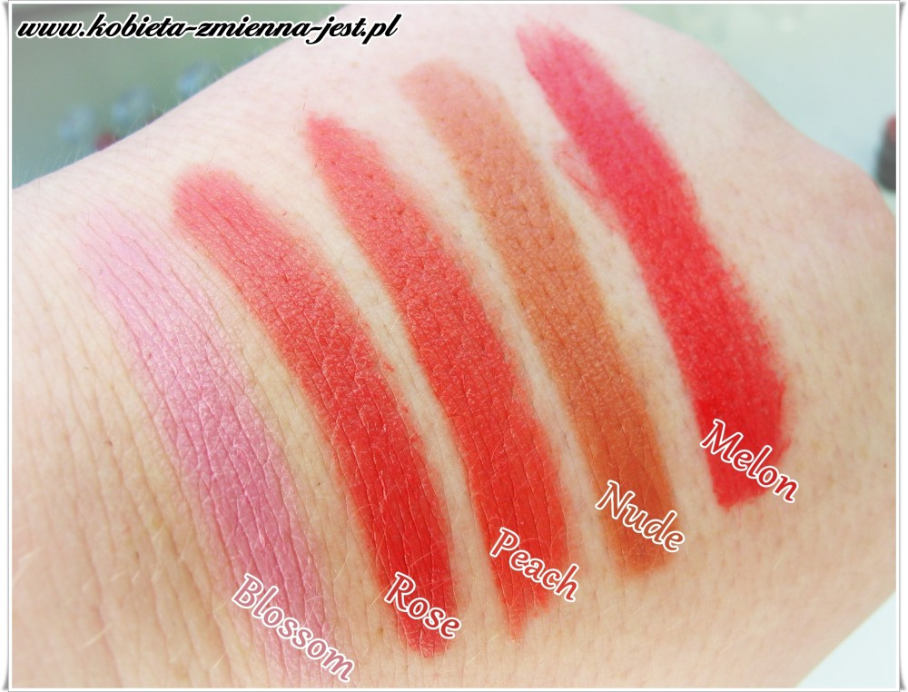 matowa szminka Avon Ultra Colour swatche blossom rose peach nude melon blog