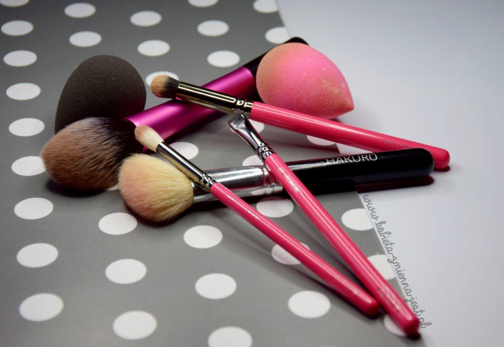 jak wyczyścić pędzle i gąbki do makijażu domowe sposoby tanie sposoby beauty blog kobiece porady pędzle